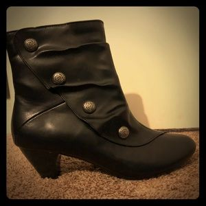 Soft Style by Hush Puppies booties